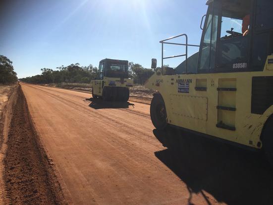 PolyCom soil stabilisation_Lou Lou Park Road_Rolling surface.JPG